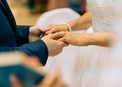 ruky nevesty a ženícha
