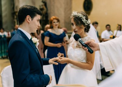 nevesta počas svadobného obradu